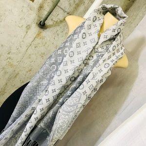 LV logo scarf